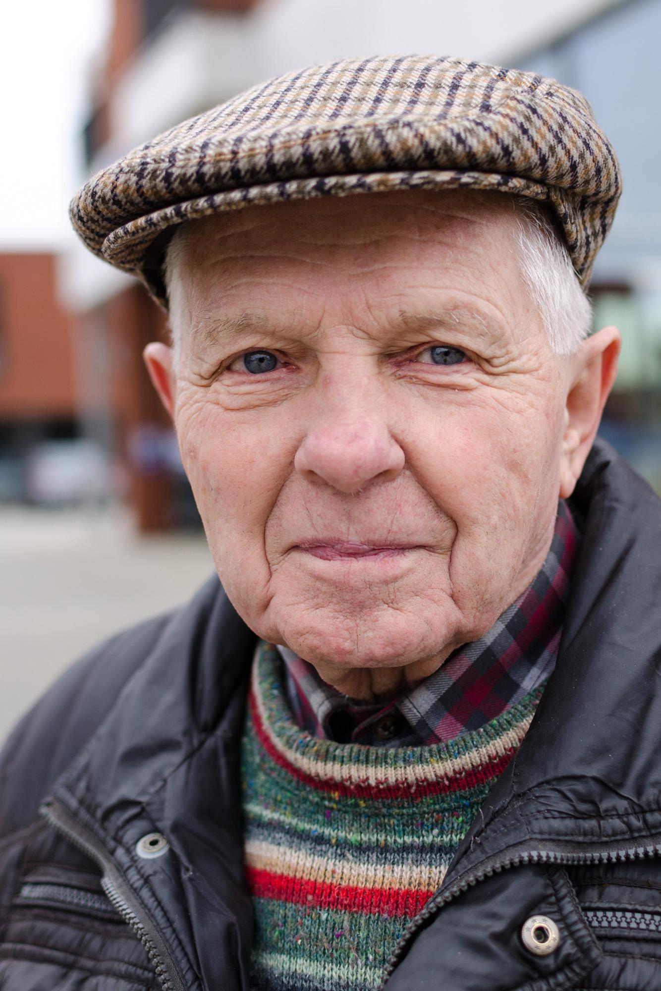 Portret man met pet - straatfotografie :: foto-rv