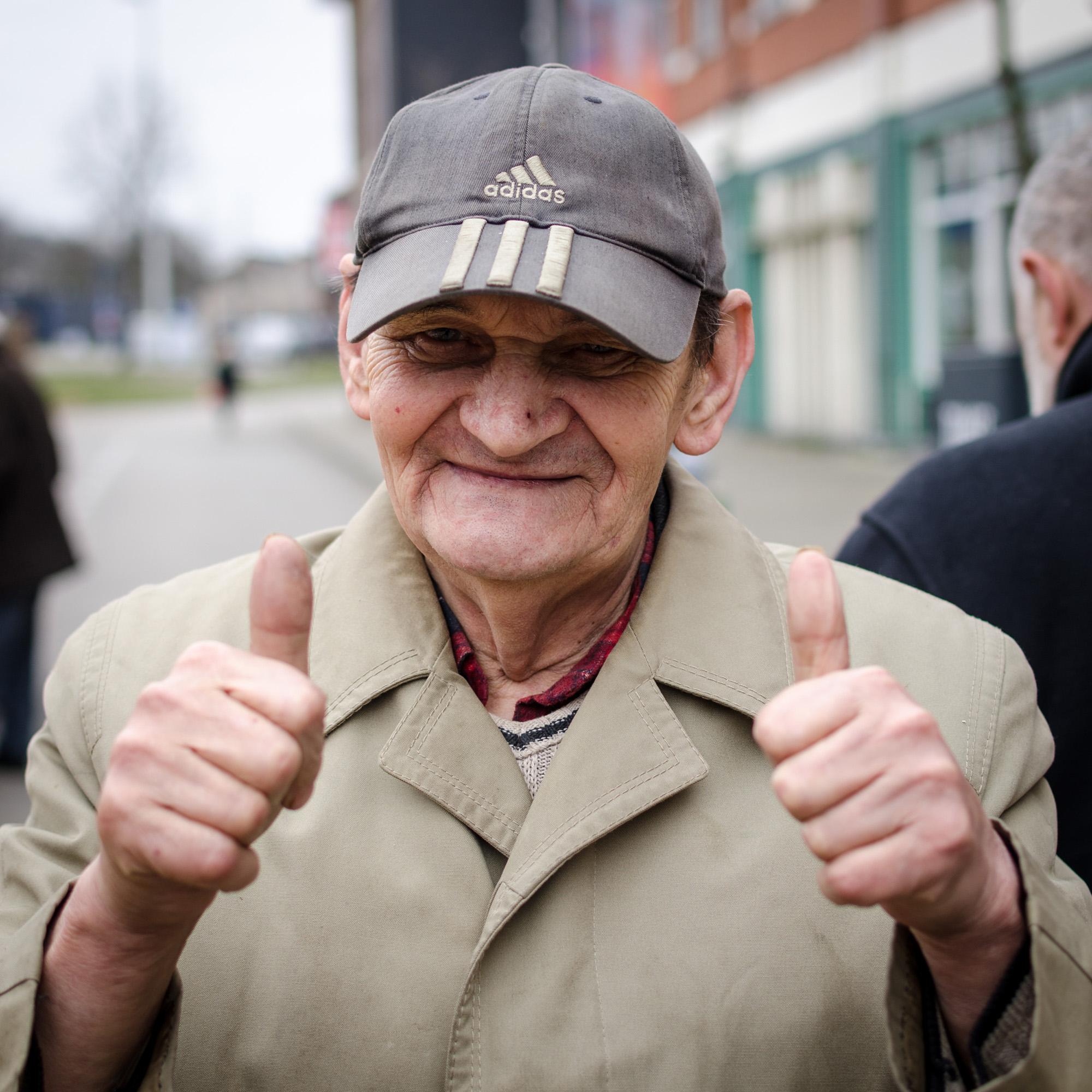 Man in stofjas 7 - straatfotografie :: foto-rv