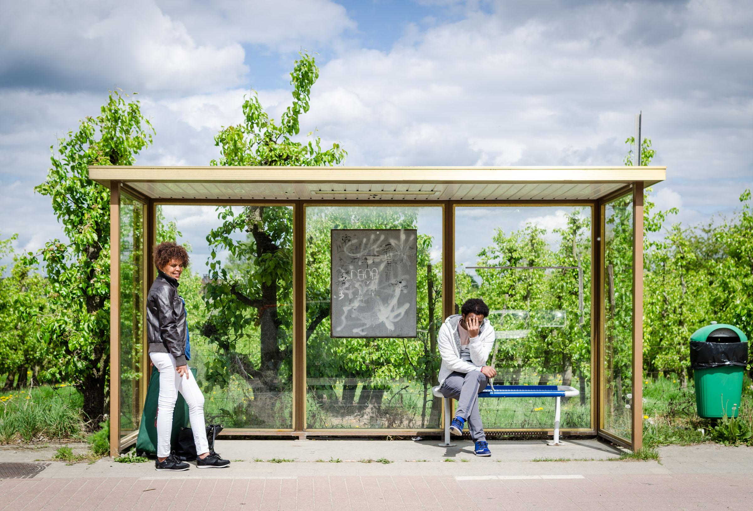 Busstop smile - straatfotografie :: foto-rv